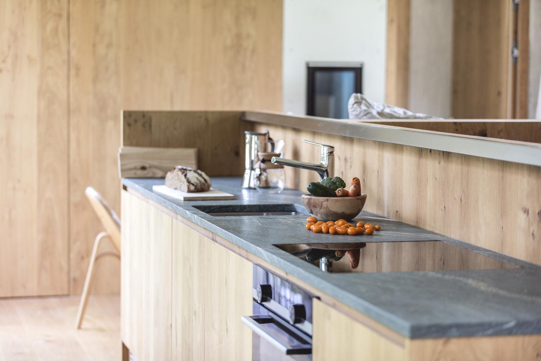 Küchenblock mit Dorfergrün Steinplatte